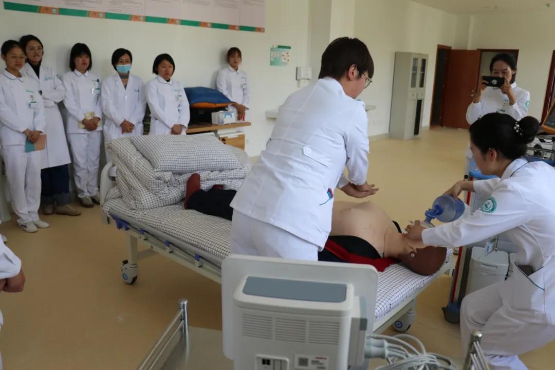 生命救护的黄金四分钟——四川省肿瘤医院拉萨分院组织心肺复苏操作训练